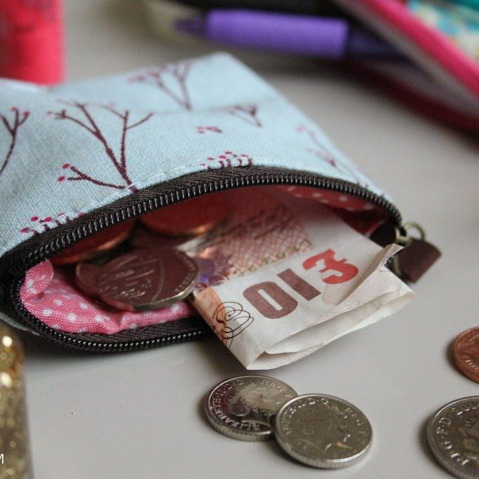 budgeting-money-saving-finance-tips-for-university-freshers-students_-2