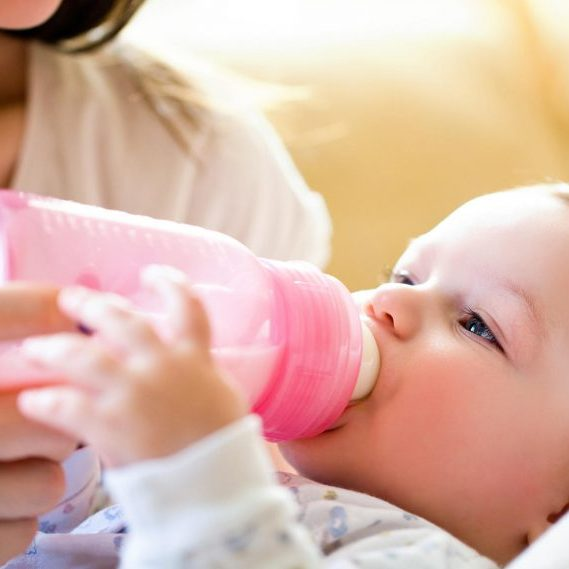 tips-how-combine-breastfeeding-bottle-feeding-2160x1200
